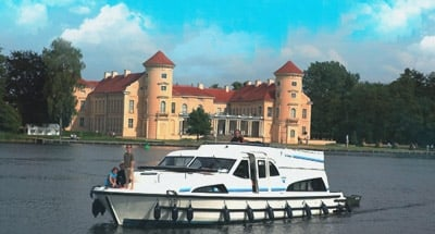 Rheinsburg castle and a Le Boat