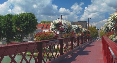 Wrought iron red bridge in Burgundy